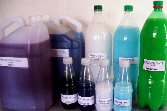 Os desinfetantes caseiros não possuem nenhuma especificação nas embalagens / Foto: Divulgação Internet