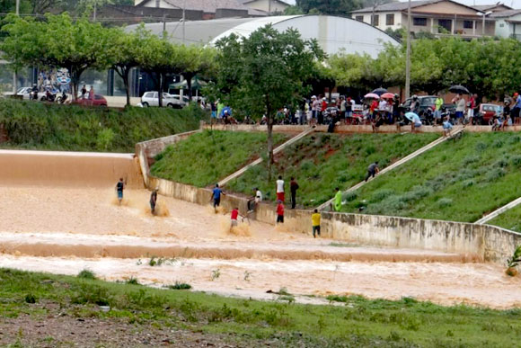 Mais de 200 famílias ficaram desalojadas por causa da chuva na cidade / Foto:  Dione Afonso