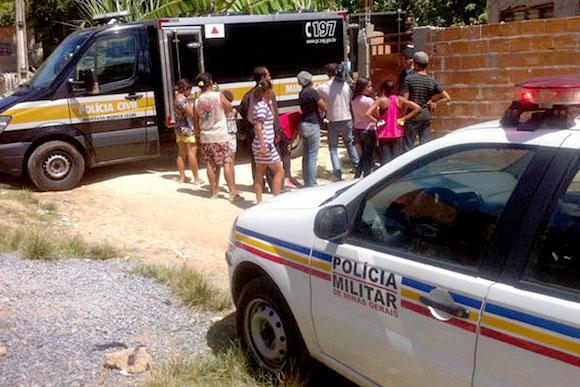 Vizinhos acionaram a PM, mas a mulher já estava morta quando os militares chegaram / Foto: Informatoz