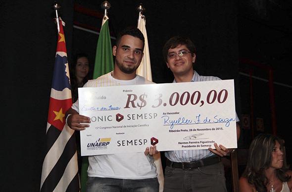 Ryuller Ferreira de Souza ganhou o prêmio de melhor projeto na na categoria Exatas e da Terra/ Foto: arquivo pessoal